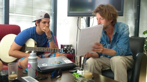"""Matze Minarik, vormals """"Fishing For Brains"""", mit dem Singer / Songwriter und FM4 Radio Host John Megill"""